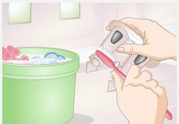 استفاده از مسواک برای شستن لوازم
